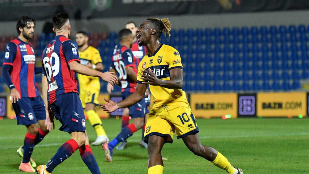 Crotone-Parma 2-1 LE PAGELLE | Karamoh sbaglia di tutto ...
