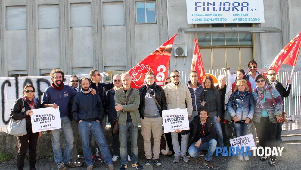 fin.idra, senza stipendio da 6 mesi: i lavoratori scioperano ... - Idra Arredo Bagno